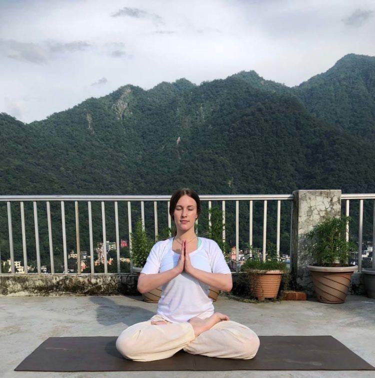Padma Mayurasana (Lotus Peacock Pose)– Benefits, Adjustment & Cautions