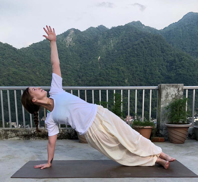 Vasisthasana (Side Plank Pose) – Clear Instructions, Benefits and Cautions
